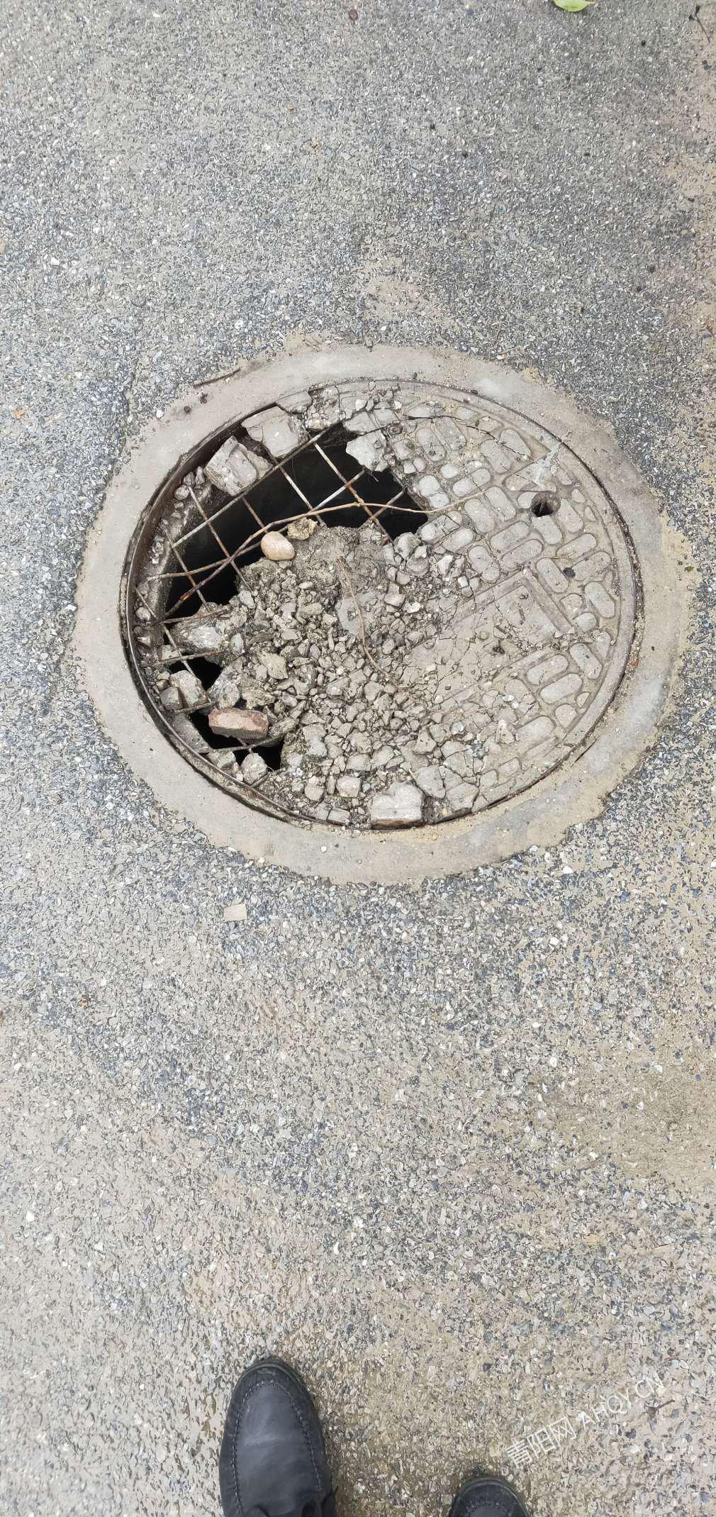 天台路100米内两个井盖都坏掉,安全隐患极大有没有市政部门管下这件